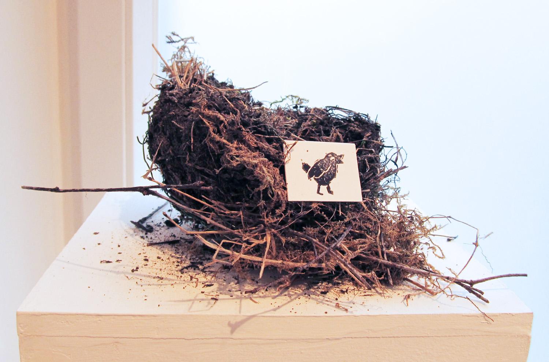 """Detail aus der Zusammenstellung """"Natürlich natürlich"""", Vogelnest mit Digitaldruck, 2015"""